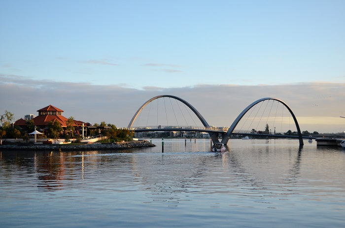 7 Elizabeth Quay Bridge