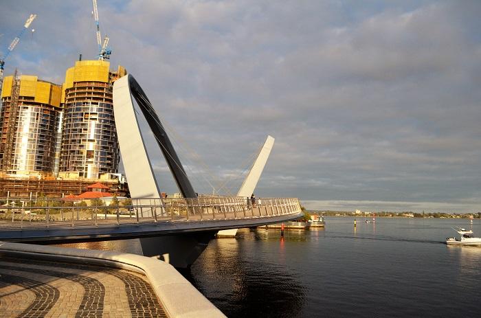 8 Elizabeth Quay Bridge